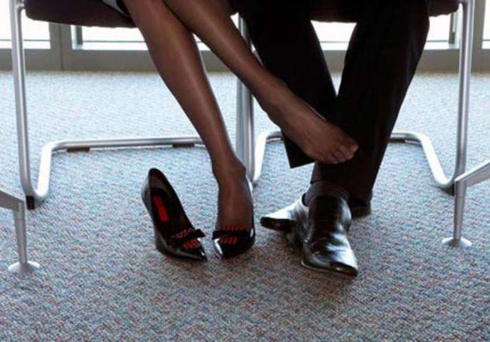 ноги женщины под столом откровенные галереи