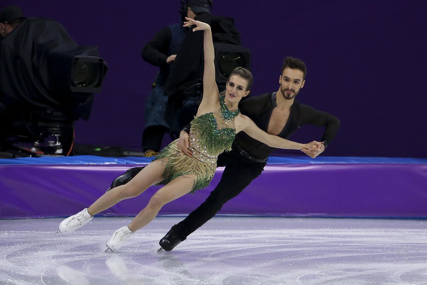 Танцы на льду обнажение