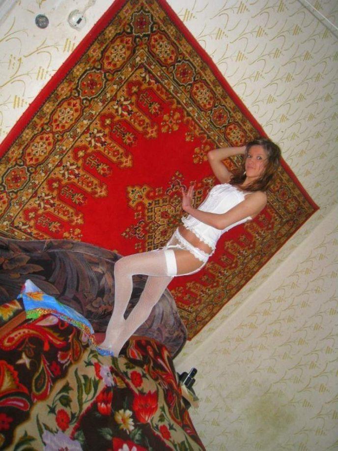 секс-скрытая камера рыжие на фоне ковра сажает девушку