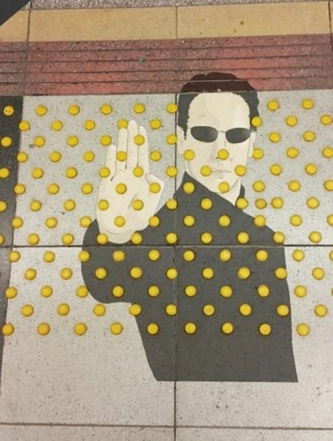 1207255-funny-vandalism-street-art-11-57037fb33613b__605-650-e539e8c727-1484647523