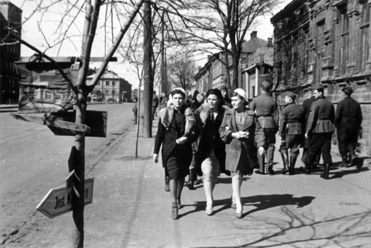 Фашистские проститутки домашние фотографии проституток