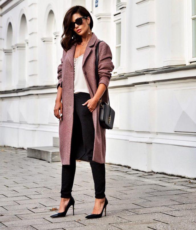 Фешн-блогер из Мюнхена показала, как выглядеть женственно, когда вам 30+