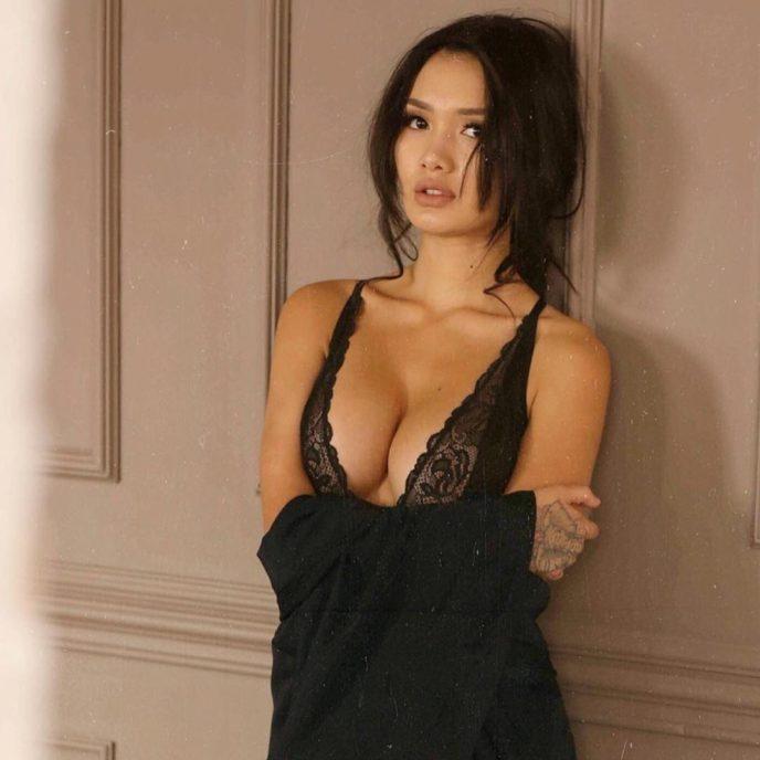 Вот почему ее ненавидят: 15 откровенных фотографий самой скандальной модели Казахстана