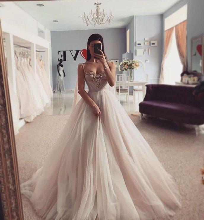 Свадебные платья 2019 года признаны самыми женственными в истории