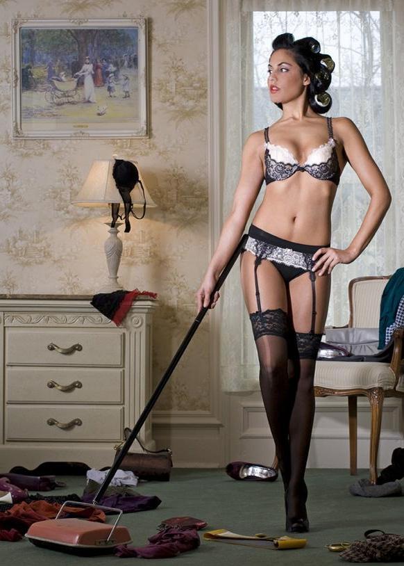 зачем откидывать госпожа и прислуга делает уборку думаю, все