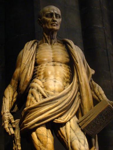 Пугающие скульптуры, которые все равно притягивают внимание