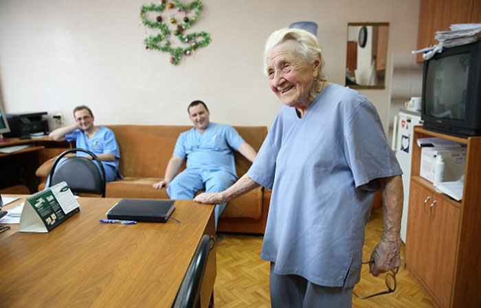 89-year-old-surgeon-alla-ilyinichna-levushkina-6