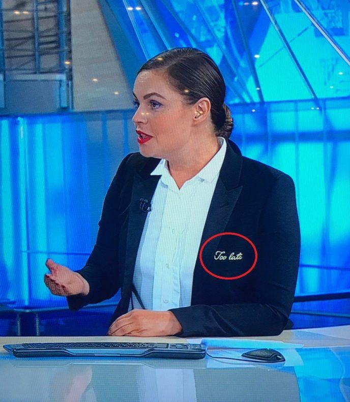 В сети пытаются разгадать загадку тайного послания на жакете Екатерины Андреевой