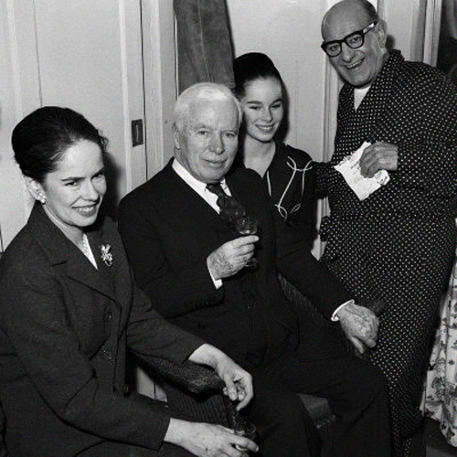 charlie-chaplin-with-his-wife_-daughter-geraldine-and-bud-flanagan-o_jpg_1329221323