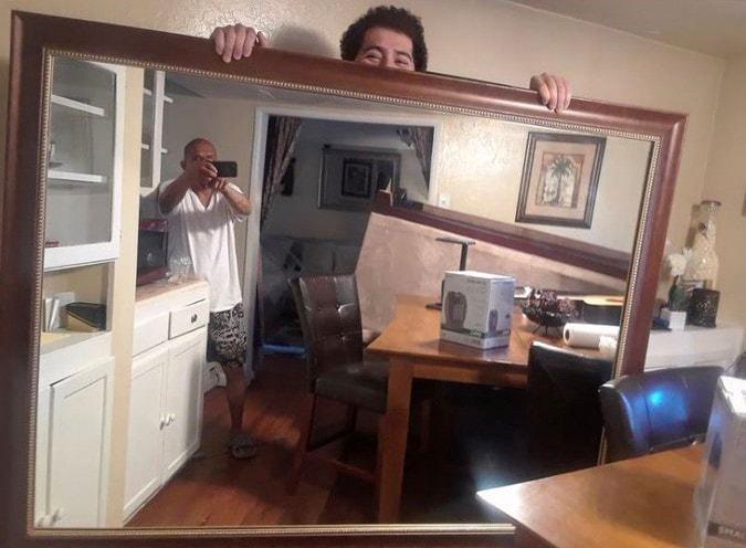 агент прислал зеркальные фотографии только