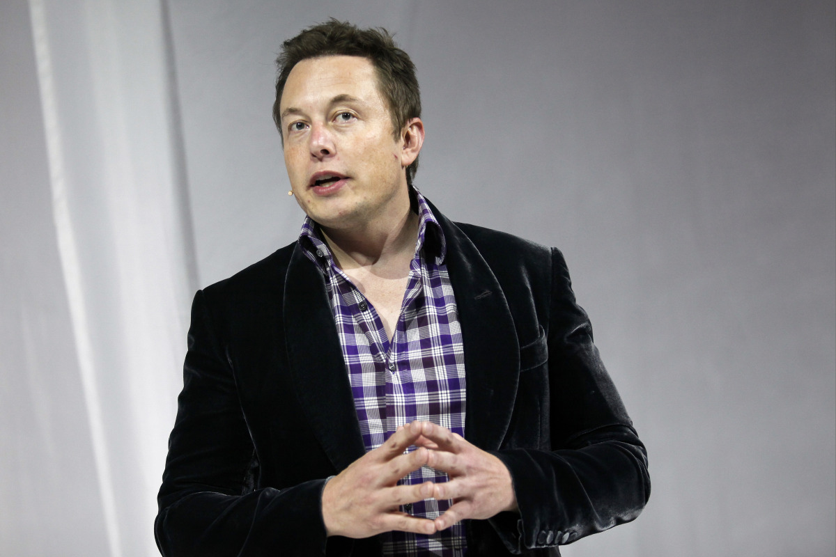 Elon Musk, chief executive officer of Space Exploration Technologies Corp. (SpaceX), speaks before the unveiling of the Manned Dragon V2 Space Taxi in Hawthorne, California, U.S., on Thursday, May 29, 2014. The Dragon V2 manned space taxi, an upgraded version of the unmanned spacecraft Dragon, will be capable of sending a mix of cargo and up to seven crew members to the International Space Station. Photographer: Patrick T. Fallon/Bloomberg via Getty Images