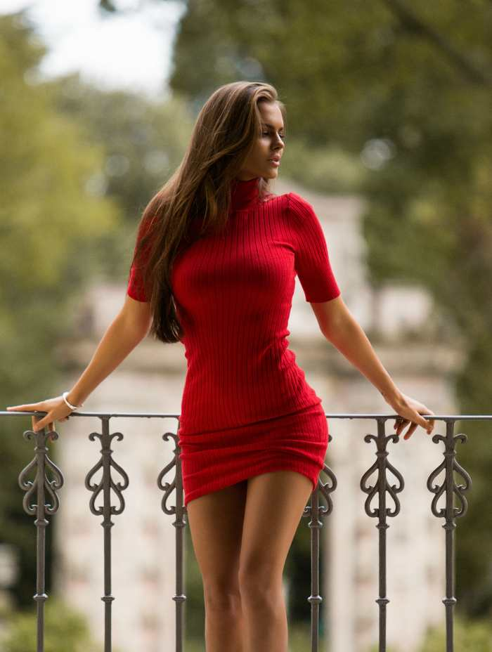 соло девушки в платье данные строки