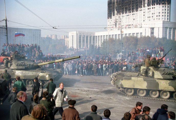 Октябрьский путч: фотографии, которые говорят о том, что на самом деле происходило 3-4 октября 1993 71