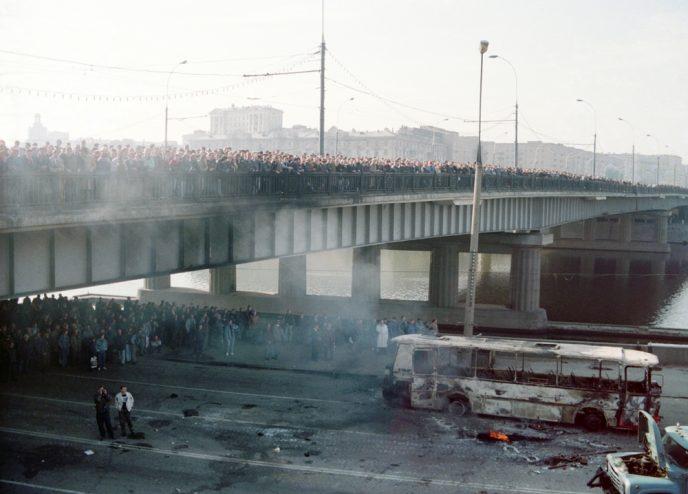 Октябрьский путч: фотографии, которые говорят о том, что на самом деле происходило 3-4 октября 1993 76