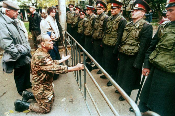 Октябрьский путч: фотографии, которые говорят о том, что на самом деле происходило 3-4 октября 1993 64