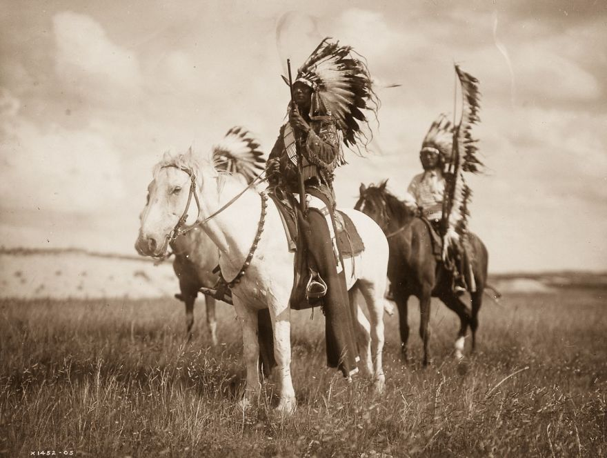 native-americans-photos-edward-sheriff-curtis-2-586df5a6c29ec__880