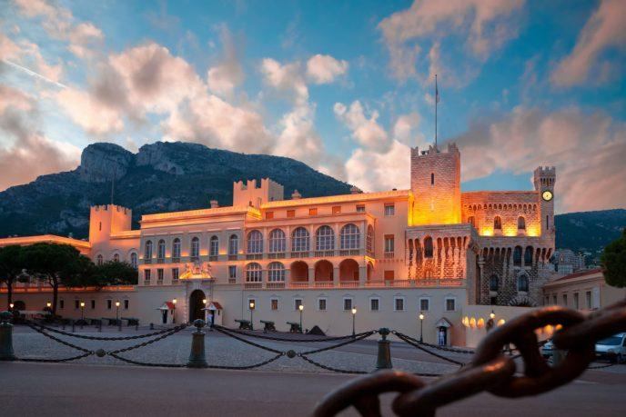 Топ-7 самых величественных королевских дворцов в Европе