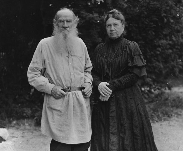 circa 1906:  Russian writer Leo Tolstoy (1828 - 1910) in the garden of his Russian home with his wife Sonya (Sofya).  (Photo by Hulton Archive/Getty Images)